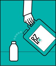 Налийте концентрат потужного лужного мийного засобу Дезірекс (Клін або Лава) в резервуар пінної насадки